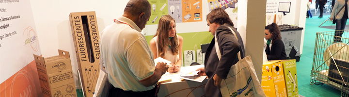 Ambilamp presenta en MATELEC su catálogo de servicios como SIG de referencia en la gestión de residuos de lámparas y luminarias