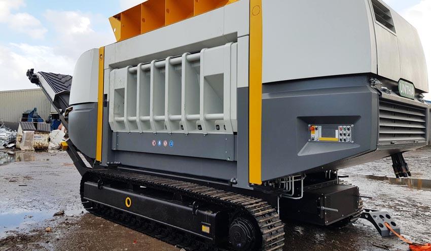 La trituradora móvil UNTHA XR3000C mobil-e transforma el manejo de biomasa en Crapper & Sons