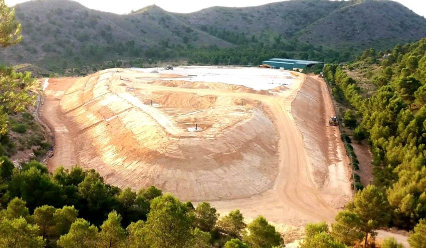 Albacete afianza su compromiso medioambiental cerrando el vertedero del CTRU de Hellín