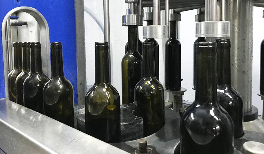 La reutilización de botellas podría reducir un 28% la huella de carbono del sector vitivinícola catalán