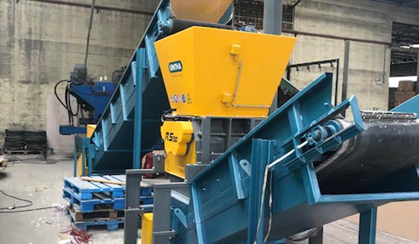 UNTHA IBERICA entrega a la empresa Almeida Ambiental un equipo triturador RS30