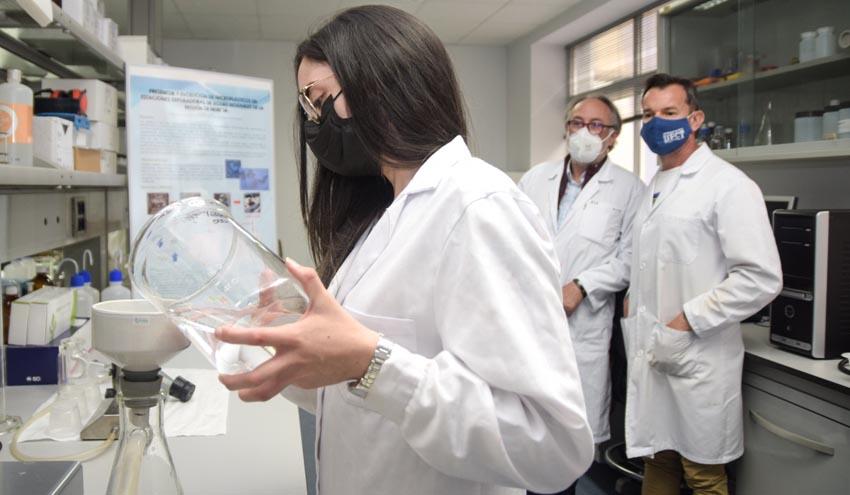 Las depuradoras pueden retener hasta un 90% de los microplásticos del agua