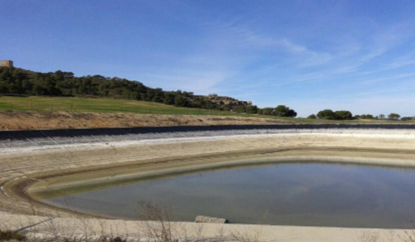 SUEZ Water Spain realiza el mantenimiento de la balsa de riego de la Comunidad de Regantes La Efesa