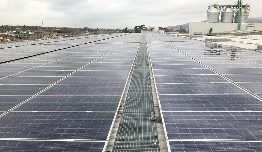 La planta de tratamiento de residuos de Gavà-Viladecans ya se abastece con energía solar