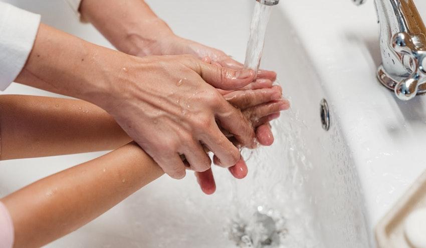 Los ayuntamientos deben garantizar el acceso al agua a la población vulnerable