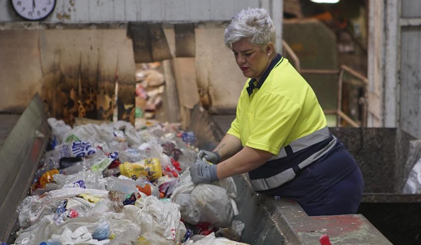 Las mujeres en riesgo de exclusión se abren paso en el sector de los residuos