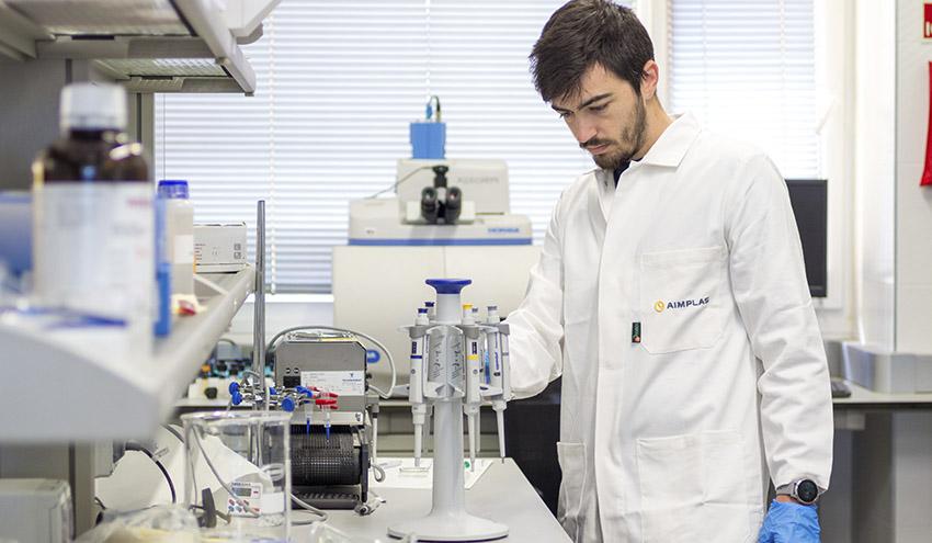 Acelerando la degradación del plástico tradicional para su conversión en biopolímeros