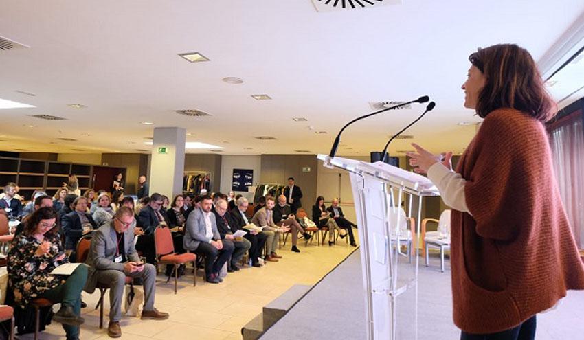 """Un centenar de personas y organizaciones se reúnen en Gavá """"Por una economía circular y competitiva"""""""
