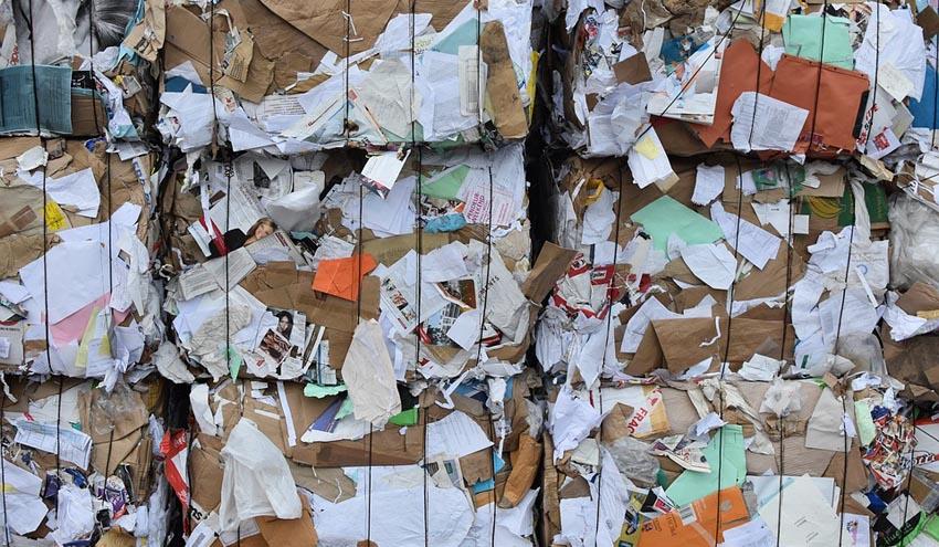 El estancamiento del precio del papel recuperado aumentará el coste de la gestión a los Ayuntamientos