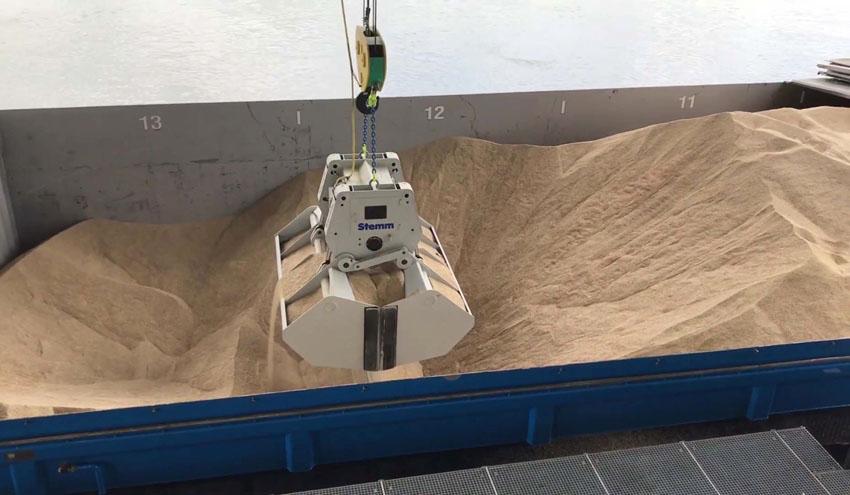 La terminal portuaria de Auhafen Muttenz Basel estrena un sistema de descarga y almacenamiento de biomasa