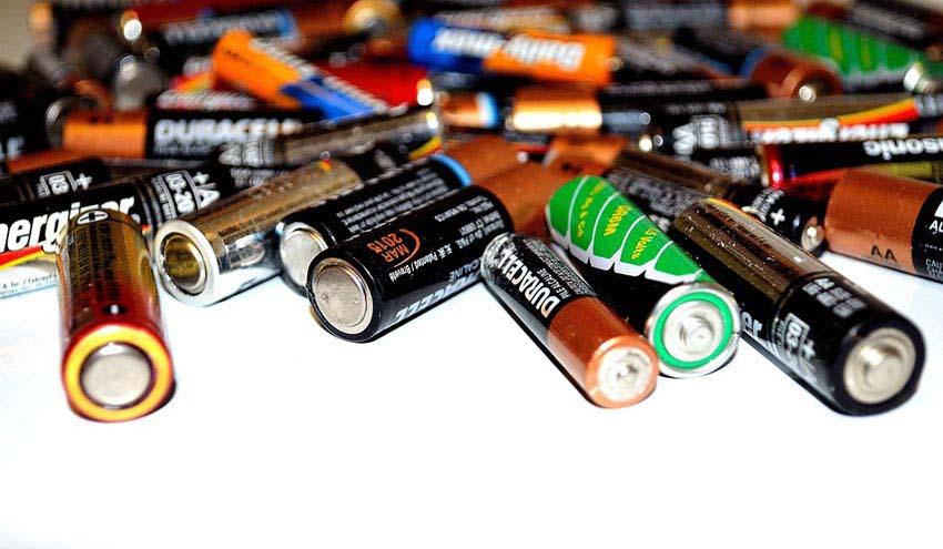 Los compostelanos reciclan 2.500 kilos de pilas y pequeños electrónicos con la colaboración de Recyclia