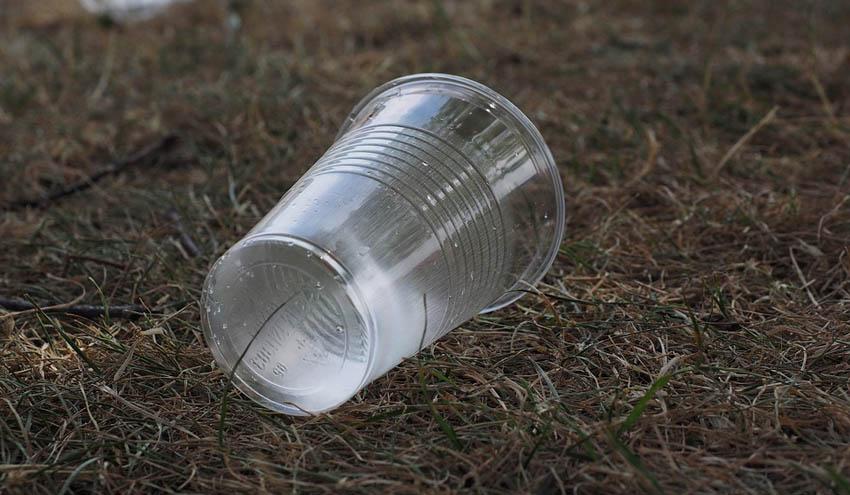 Carrefour, Système U y Veolia se alían para reducir los plásticos de un solo uso
