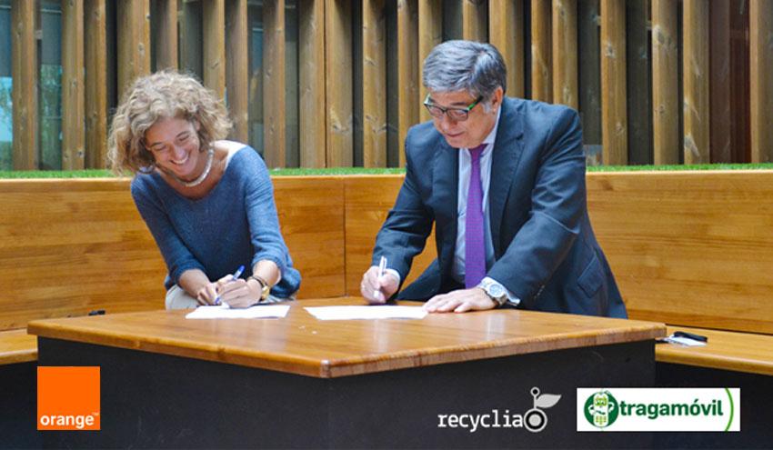 Orange y Tragamóvil proponen a profesores y alumnos cuidar el planeta reciclando teléfono móviles