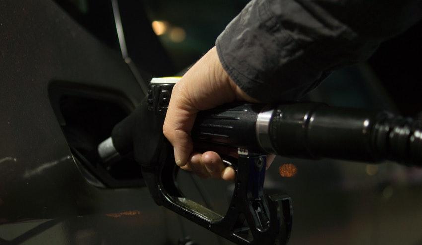 Adiós a la gasolina con plomo después de un siglo amenazando la salud y el medio ambiente