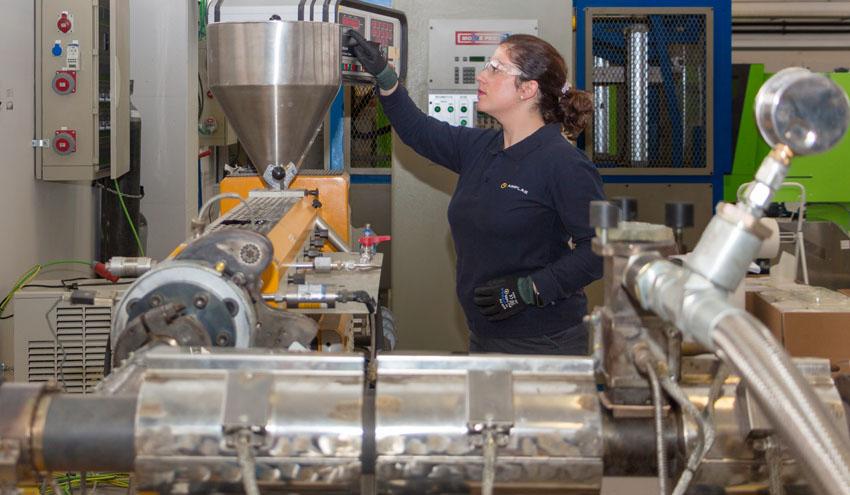 Aditivos inteligentes para dar una nueva vida a plásticos y textiles con recubrimientos de difícil reciclado