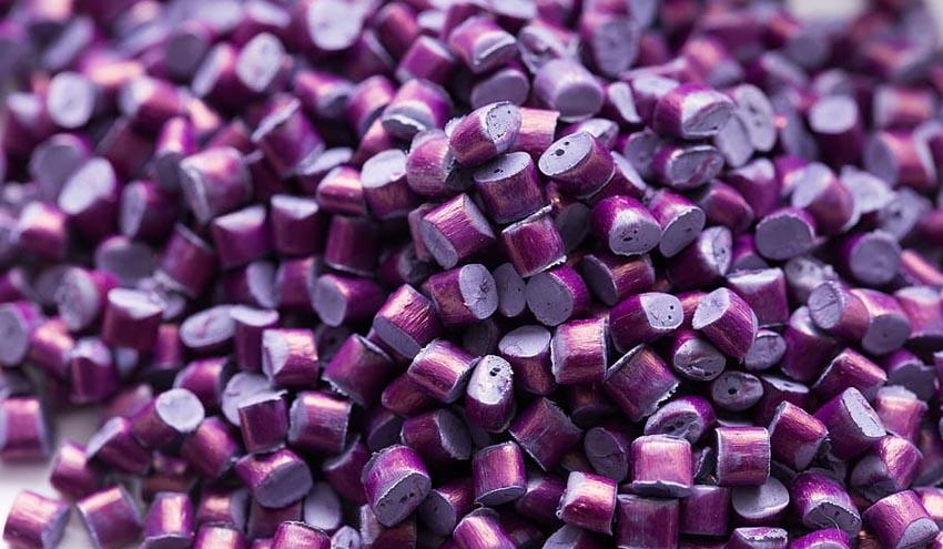 La falta de materias primas plásticas pone en peligro la cadena de suministro del sector