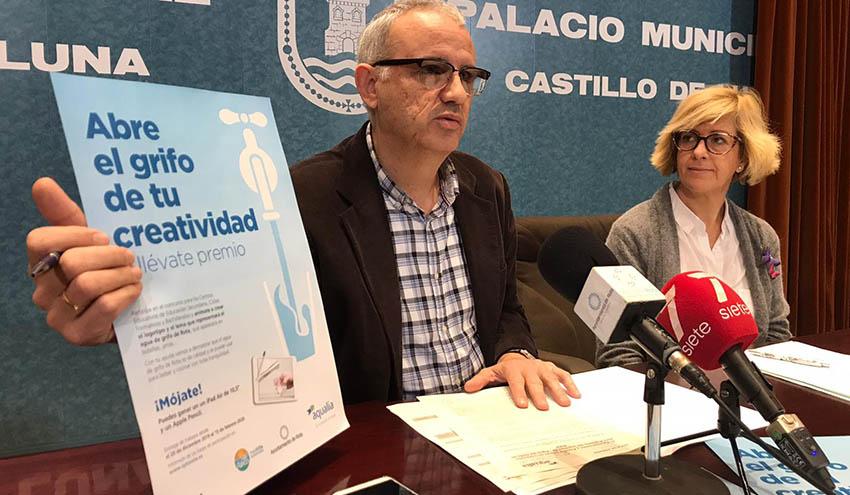 El Ayuntamiento de Rota y Aqualia presentan un concurso para diseñar el logotipo del Agua del Grifo de la localidad