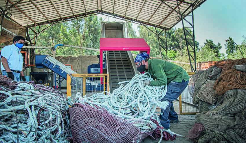 Comberplast está limpiando las costas de Chile con el Micromat 1500 de Lindner