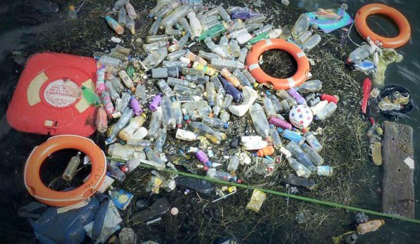 Analizan el transporte de la basura flotante en los océanos