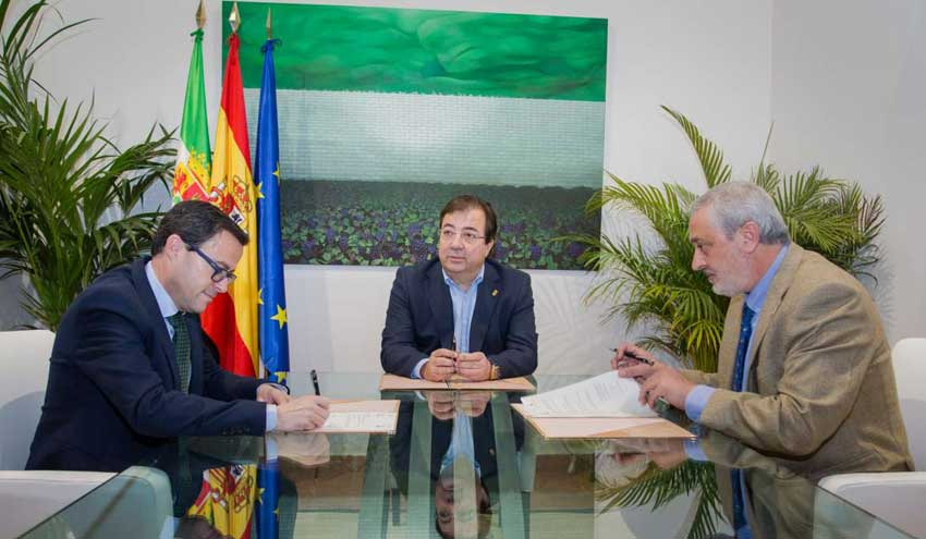 La Junta de Extremadura y las diputaciones provinciales formalizan su compromiso por la plena depuración de las aguas residuales