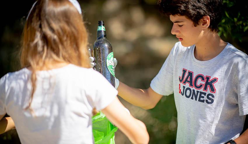 Cerca de 13.000 voluntarios se movilizan para limpiar de basuraleza más de 450 espacios naturales