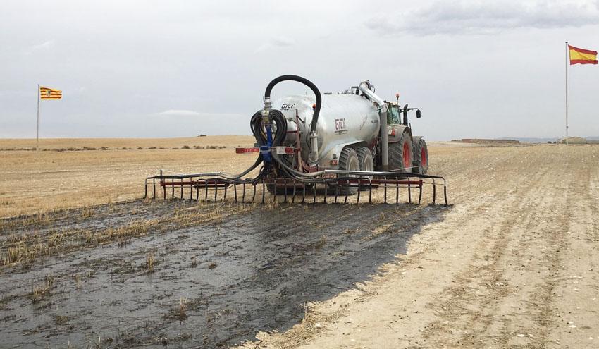Más de 250 agricultores y ganaderos conocen las últimas innovaciones en maquinaria de distribución de purines