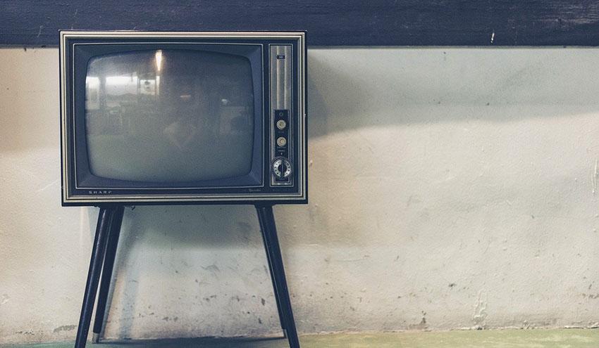 Convierten el vidrio de tubo de televisiones antiguas en material para la construcción de carreteras