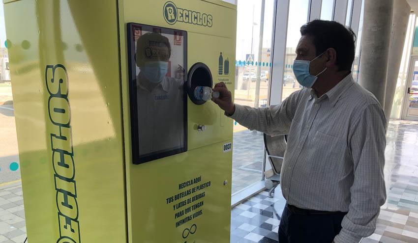 Ecoembes y Baleària impulsan el reciclaje con fines sociales en las estaciones marítimas de València y Dénia