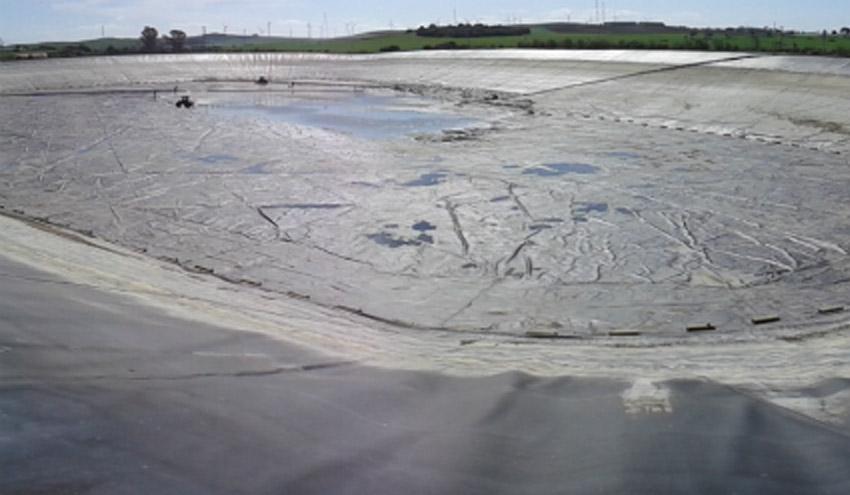SUEZ Water Spain limpia una balsa de riego en Jerez de la Frontera
