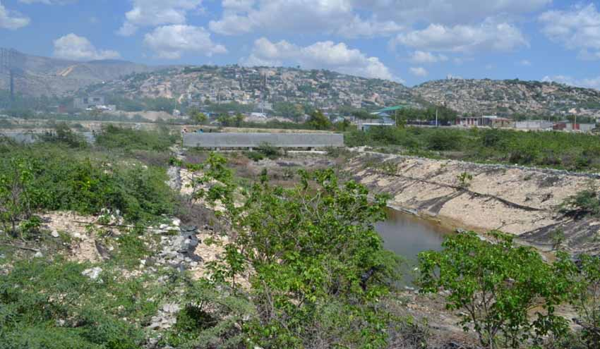Lagunaje natural para la depuración de aguas residuales en Titanyen (Haití)