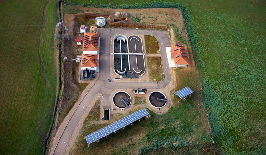 La Diputación de Badajoz presenta un proyecto para suministrar energía renovable en depuradoras y potabilizadoras
