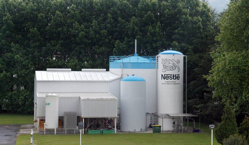 Nestlé logra reducir en un 64% el uso de agua en sus fábricas