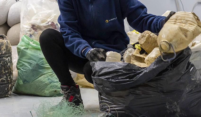 El proyecto RepescaPlas aborda el reciclado químico de las basuras marinas