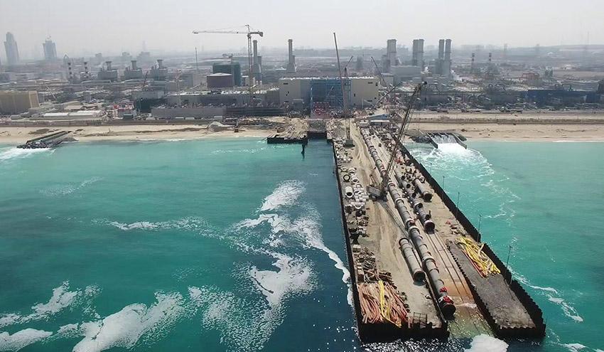 La desaladora de Jebel Ali en Dubái, construida por ACCIONA, produce su primer metro cúbico de agua potable
