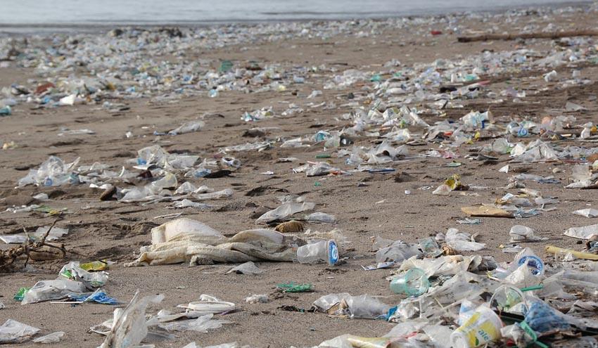 España apenas recupera el 25% de los envases plásticos, según un informe de Greenpeace