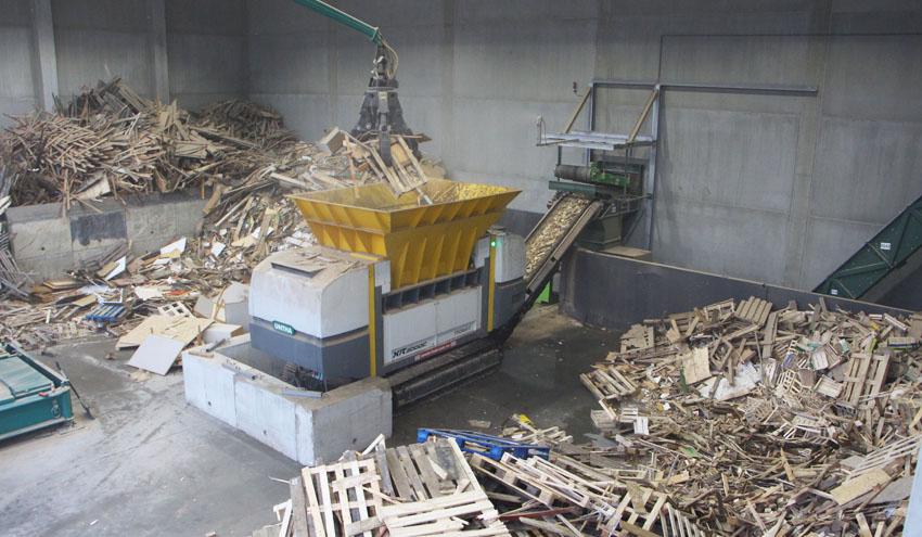 Breitsamer Entsorgung aumenta la eficiencia en el tratamiento de madera vieja con la XR mobil-e de UNTHA