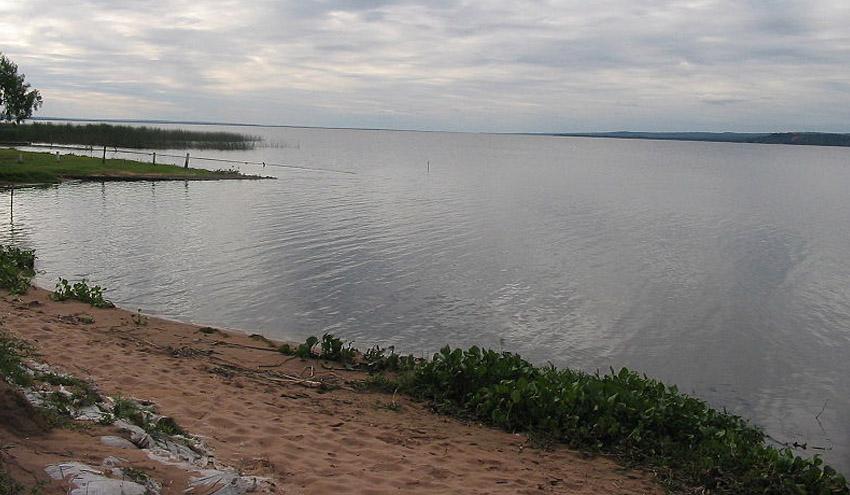 Drones para monitorizar el nivel de contaminación del lago Ypacaraí en Paraguay