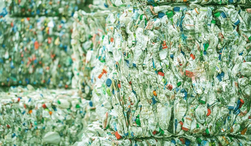 El reciclaje desempeña un papel clave en la resolución de los problemas de contaminación por plásticos