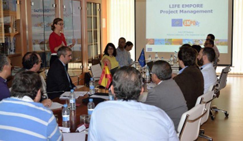 La Universidad de Alicante investiga la eliminación de contaminantes emergentes nocivos en depuradoras