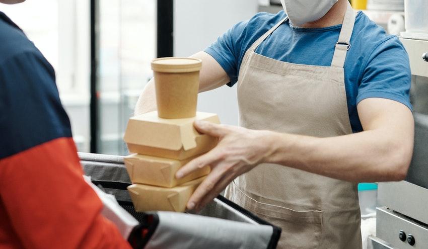 Los envases de papel para comida rápida son más sostenibles que la vajilla reutilizable