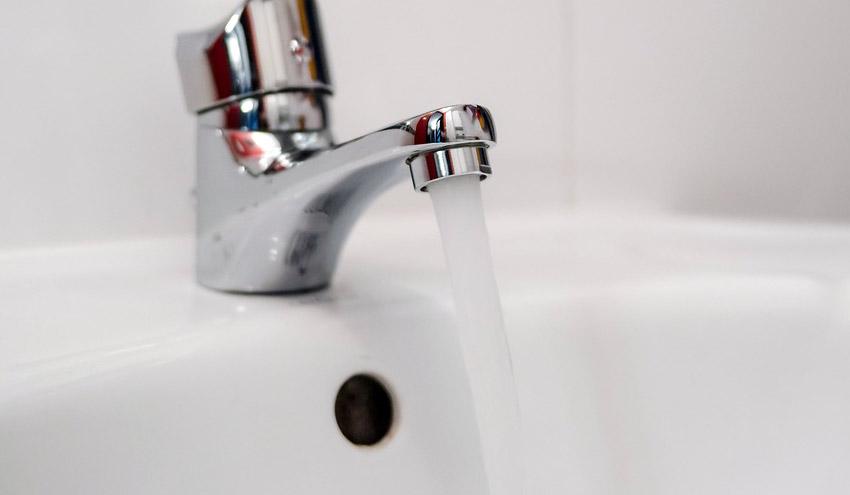 El agua del grifo es igual o mejor que la embotellada actualidad retema - Agua del grifo o embotellada ...