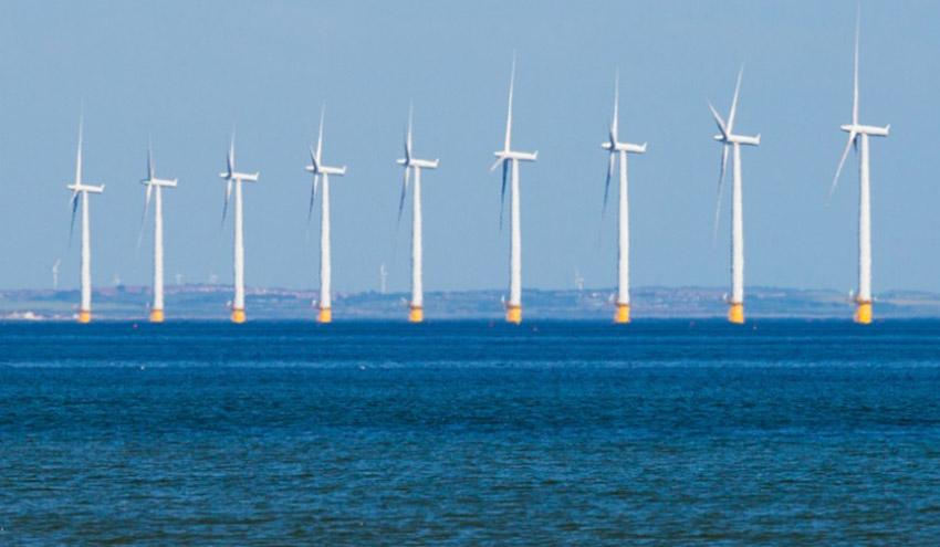 Energía generada en plataformas eólicas marinas y desembarcada como combustible de hidrógeno