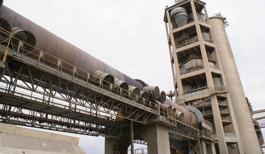 Patronal y sindicatos de la industria cementera Valenciana, contra el impuesto a la valorización de residuos