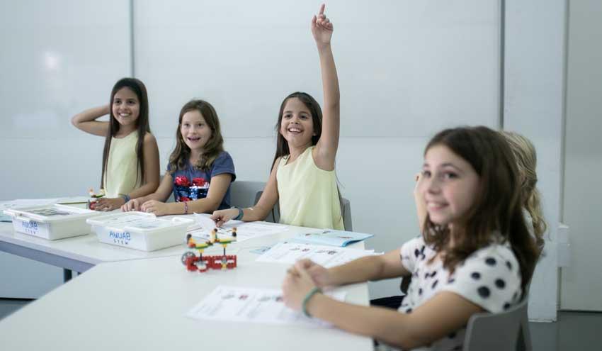 Aquae STEM reúne y reconoce en un acto virtual el esfuerzo de colegios y alumnas durante la pandemia