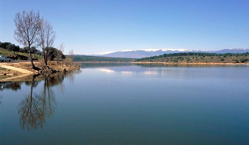Los madrileños reducen en más de un 3% su consumo de agua durante el mes de julio