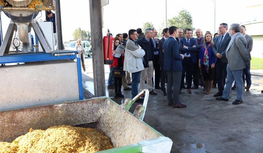 Emasesa avanza en un proyecto de producción de biogás y compost a partir de naranjas