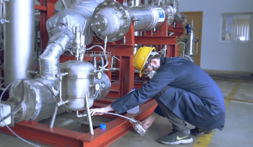 Desarrollan una tecnología compacta y modular para el reciclaje químico de residuos plásticos complejos