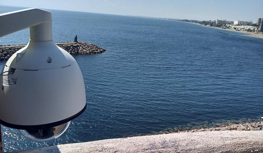 La inteligencia artificial permitirá estudiar los episodios de espumas en las playas de Roquetas