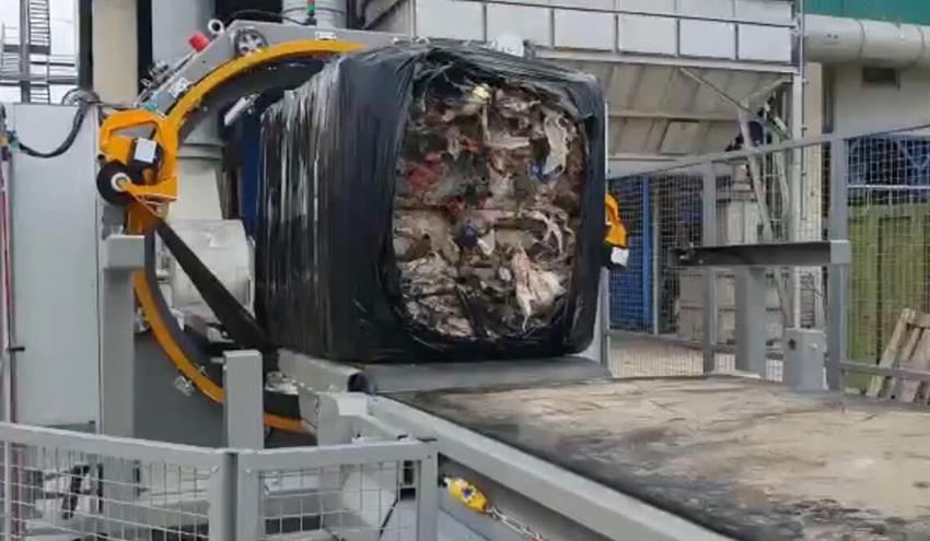 El vertedero de Cervera del Maestre incorpora una embaladora de residuos