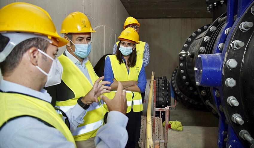Elisa Valia visita las obras de interconexión entre las potabilizadoras que abastecen al área metropolitana de Valencia